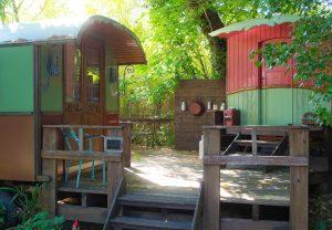 Le campement de roulottes Philomène, gîte de charme en Ardèche méridionale